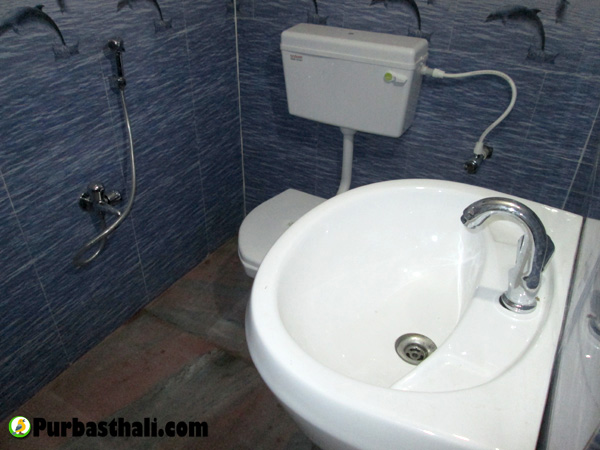 Purbasthali cottage bathroom